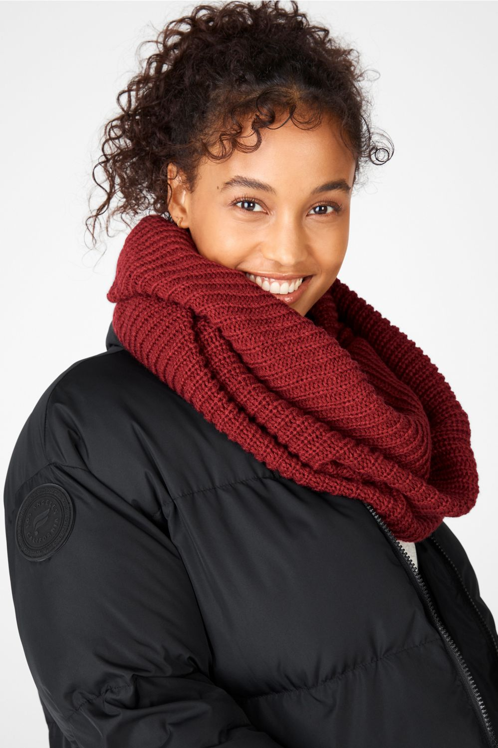 Don?t fear the cold?wrap yourself up in our cozy infinity scarf, featuring a thick, ribbed knit with enough material to keep you cozy and warm.