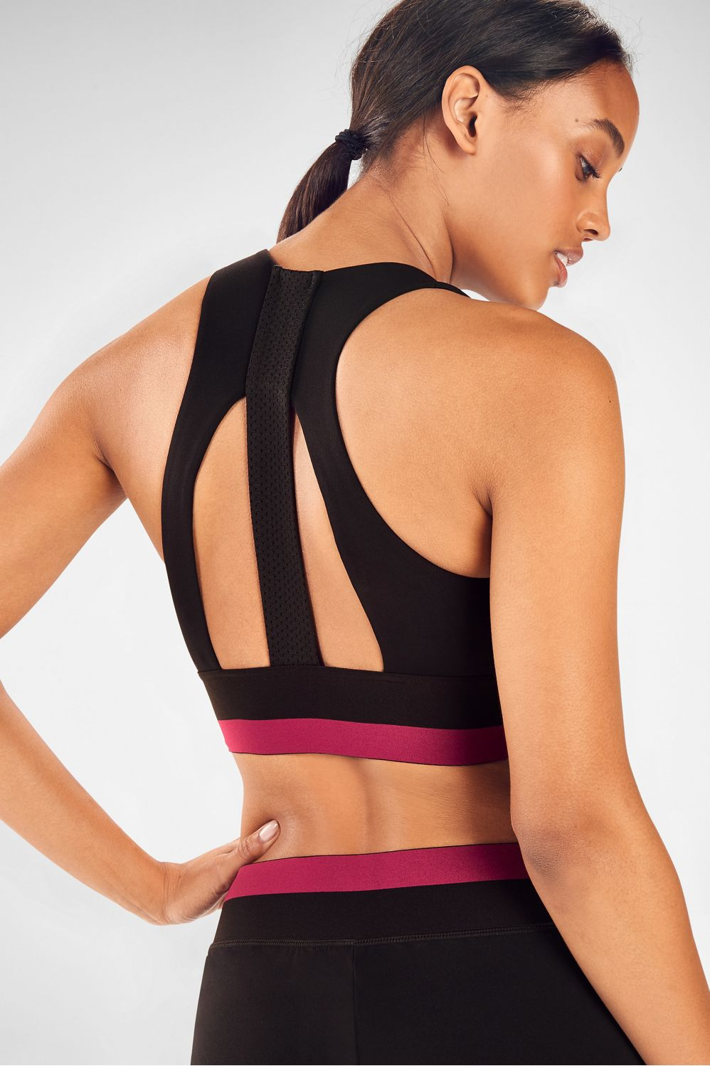 New to the colorblock is our fashionable, medium-support sports bra, designed with a contrast bottom band, cool cutouts in back and all the technology your top half needs.