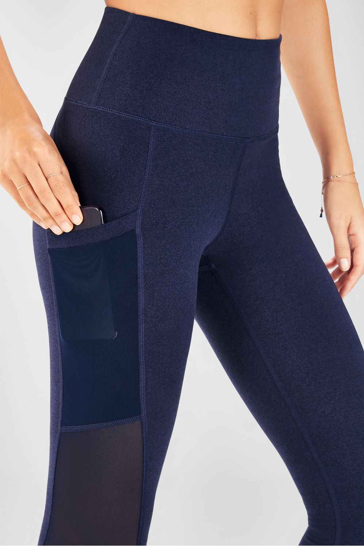 Solid Black Women/'s Fabletics Mila Pocket High Waisted Capri Size L